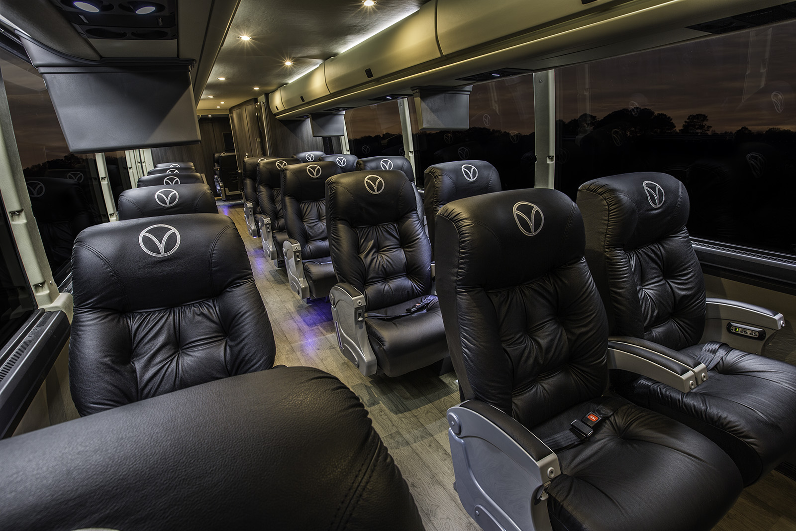 Aug 01, · My fiancee and I are traveling the greyhound from Arizona to Nevada (23 hour trip) with our 1 month old son (were actually moving there permanently). I will be carrying my son in a sling on the bus, but was wondering if I could put his carseat under the bus as checked smolinwebsite.ga: Resolved.